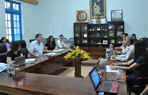 Working with the delegation of the US Embassy in Hanoi